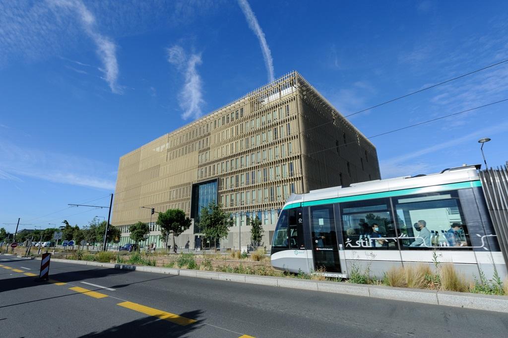 Icade Promotion livre un immeuble de bureaux à Villejuif (94) de 18 196 m² à la SCPI Elysées Pierre gérée par HSBC REIM dans le cadre d'une VEFA signée en 2018.