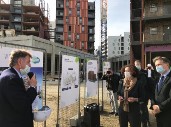 """Visite de Madame Emmanuelle Wargon sur le site du chantier """"Wood'Art-La Canopée"""" à Toulouse, le 25 février 2021."""